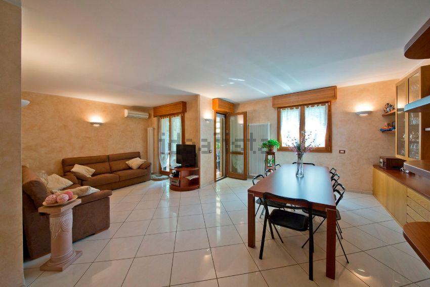 Appartamento in vendita a Vimercate, 3 locali, prezzo € 270.000 | Cambio Casa.it