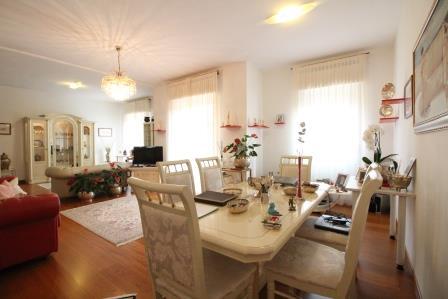 Appartamento in vendita a Vimercate, 3 locali, prezzo € 245.000 | Cambio Casa.it