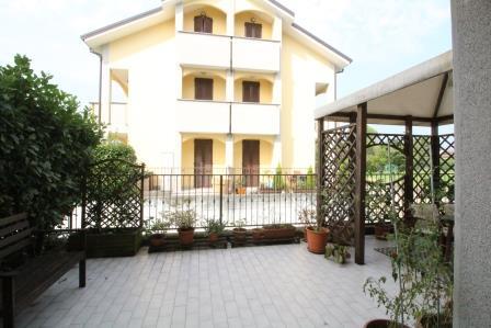 Appartamento in vendita a Bernareggio, 3 locali, prezzo € 210.000 | Cambio Casa.it