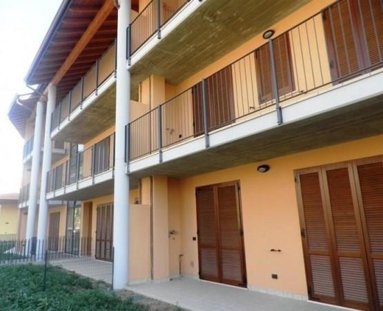 Appartamento in vendita a Cornate d'Adda, 3 locali, prezzo € 165.000 | Cambio Casa.it
