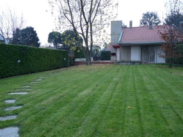 Villa in vendita a Bernareggio, 4 locali, prezzo € 580.000   Cambio Casa.it