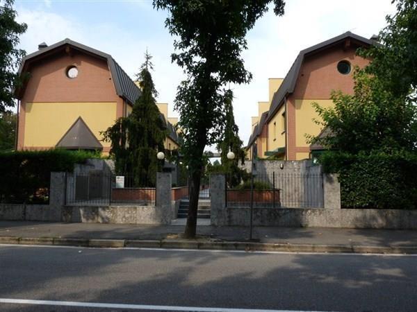Villa in vendita a Concorezzo, 4 locali, prezzo € 460.000 | Cambiocasa.it