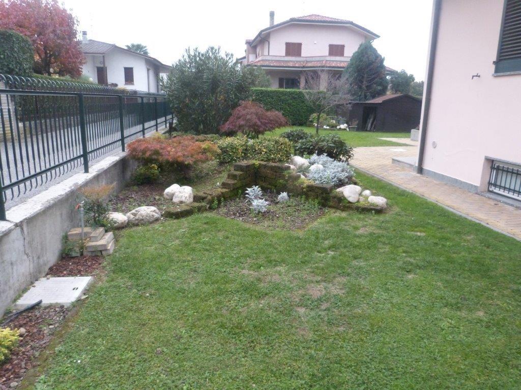 Villa in Vendita a Cavenago di Brianza