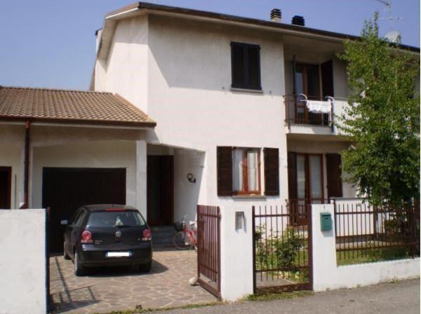 Villa in vendita a Cornate d'Adda, 4 locali, prezzo € 288.000 | Cambio Casa.it