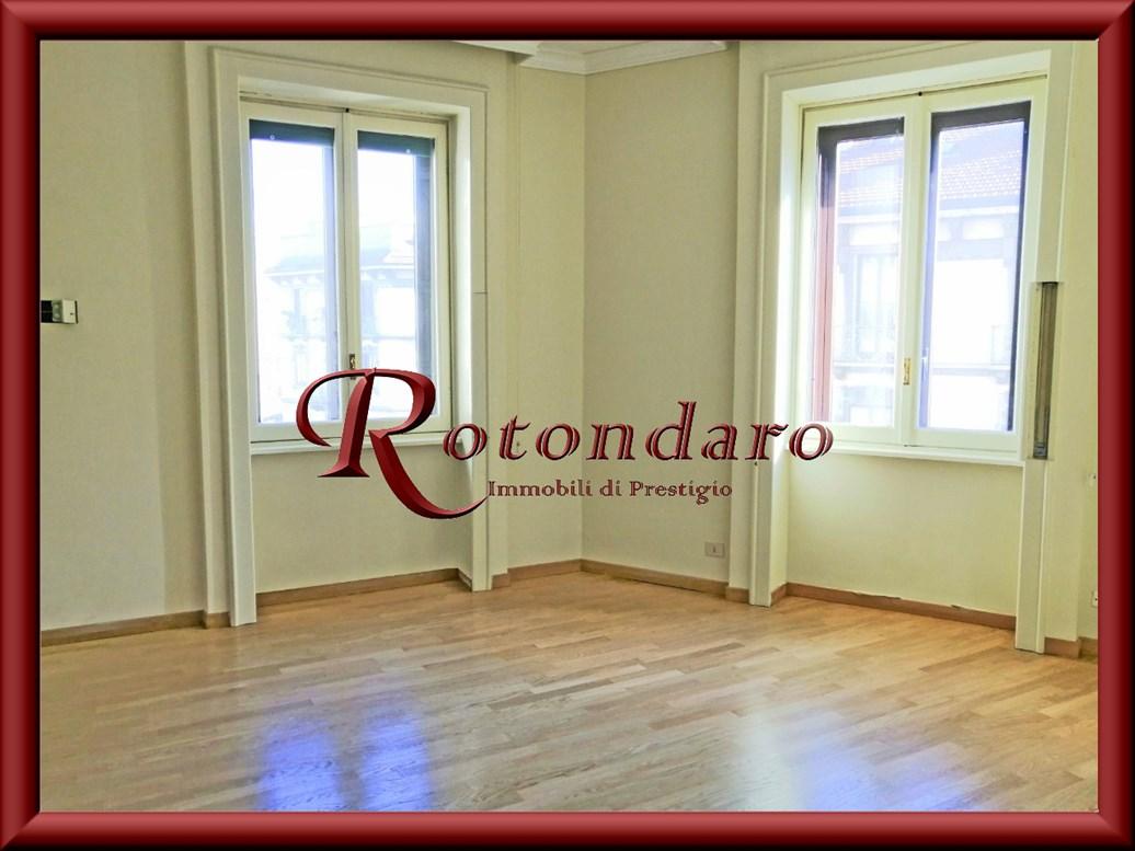 Appartamento in Affitto in Via Carducci Milano,It Milano