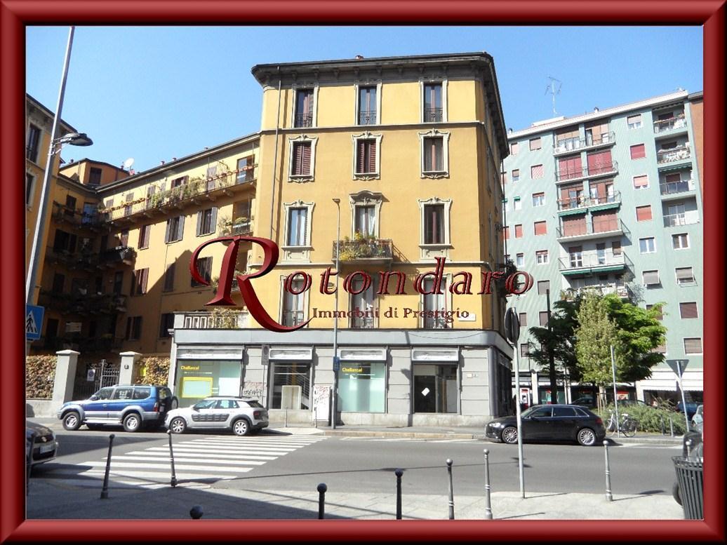 Negozio in Affitto in Piazza De Angeli Milano