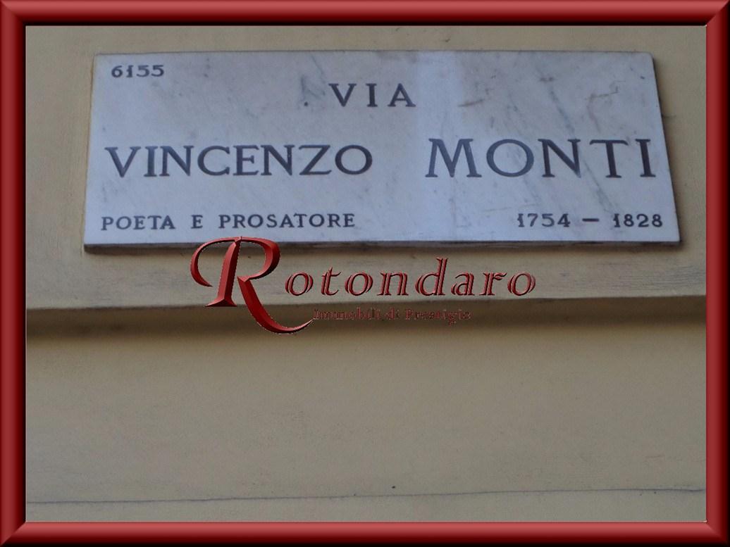 Box in Vendita in Via Vincenzo Monti Milano