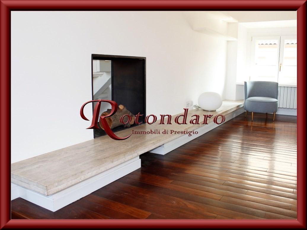 Appartamento in Affitto in Via Solferino Milano