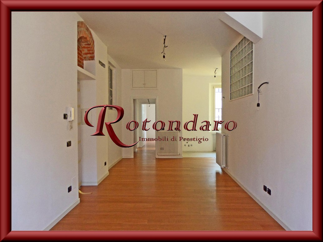 Appartamento in Vendita in Via Goldoni Milano