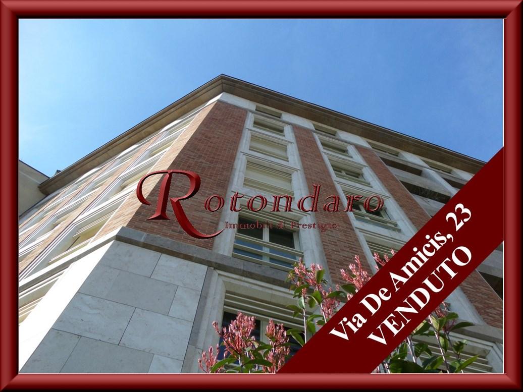 Appartamento in Vendita in Via De Amicis Milano
