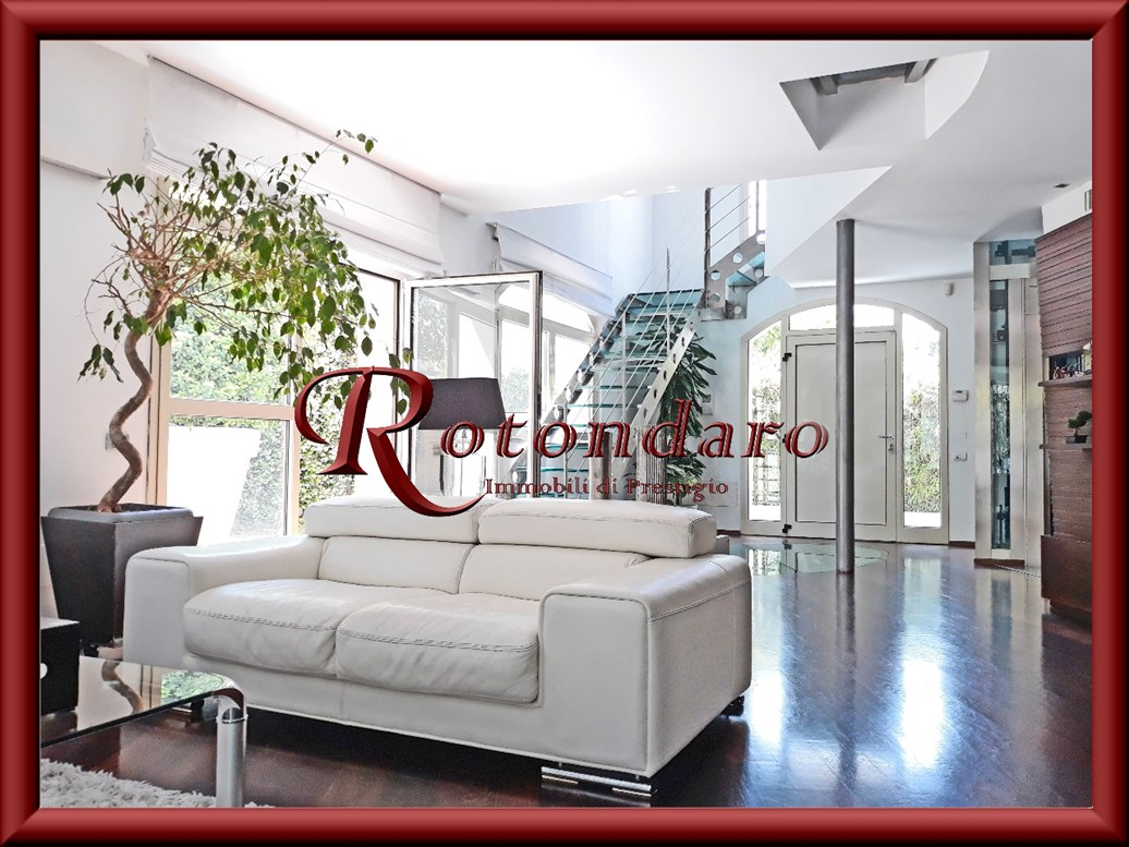 Villa in Vendita in Via San Cristoforo Milano
