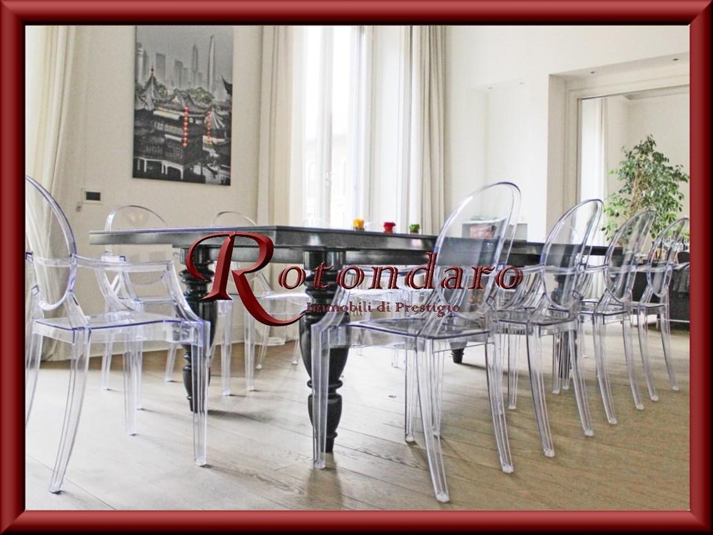 Appartamento in Affitto in Via Carducci Milano