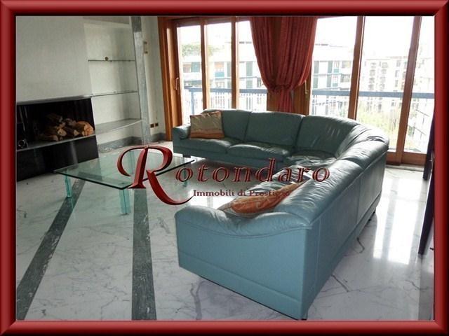 Appartamento in Affitto in Via Frua Milano