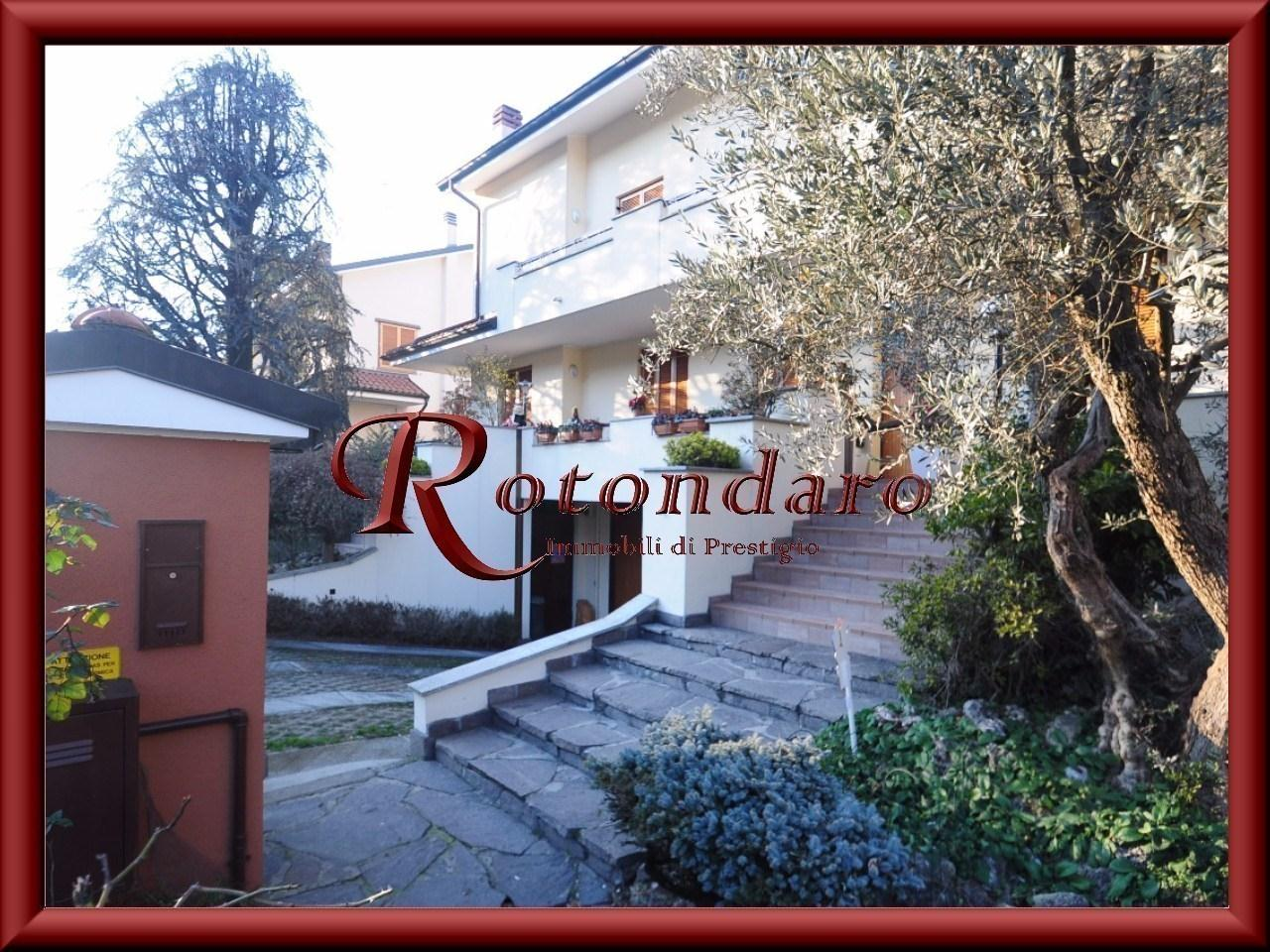 Buccinasco  Villa in Vendita