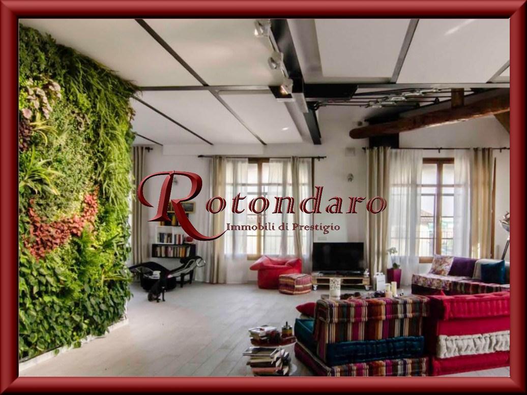Appartamento in Vendita in Via Cassino Scanasio Rozzano