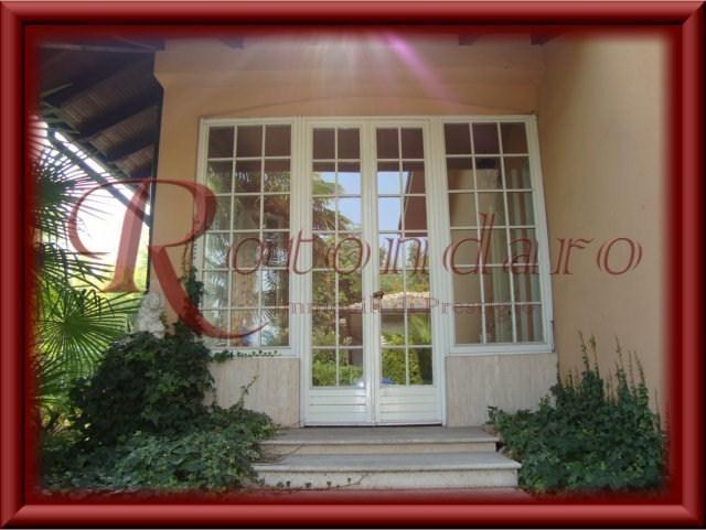 Villa in Vendita in Via Piave Trezzano sul Naviglio