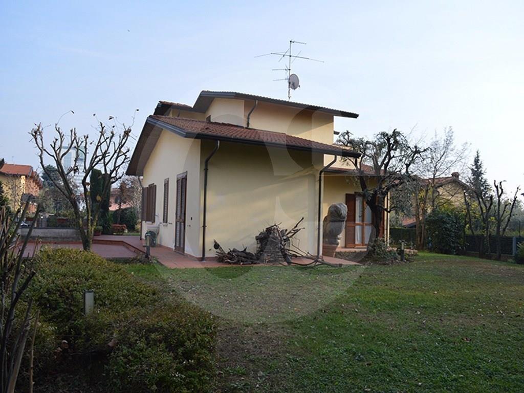 Casa Con Giardino In Affitto Brescia : Brescia villa singola splendido giardino in vendita