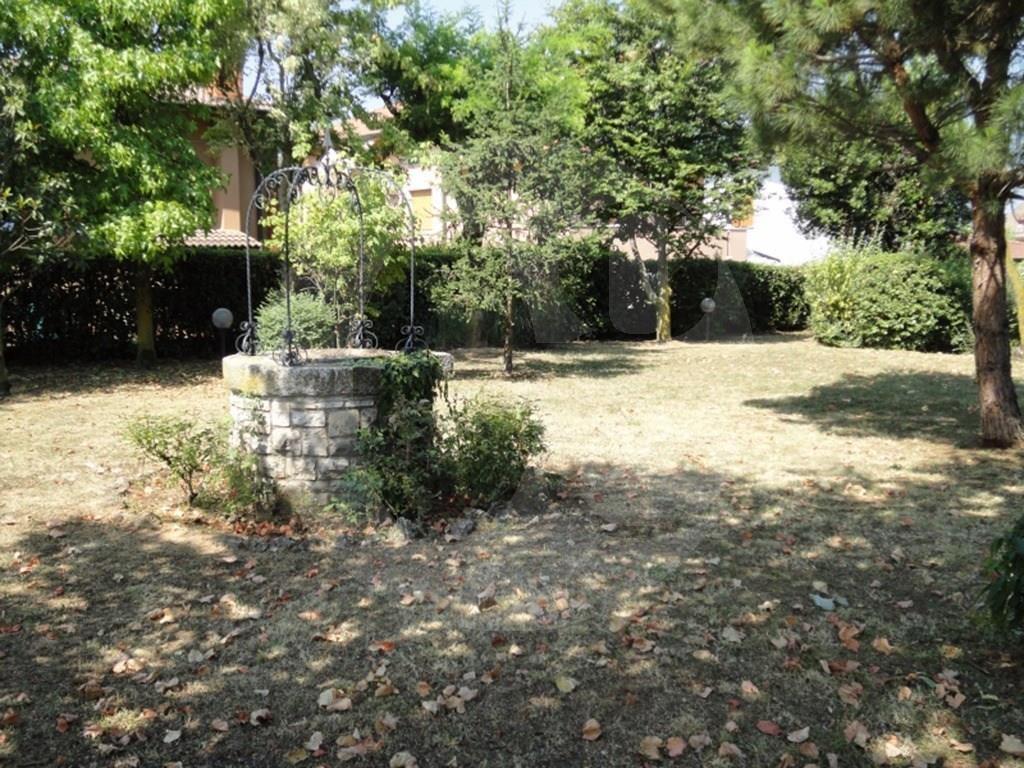 Castenedolo villa con ampio giardino in vendita