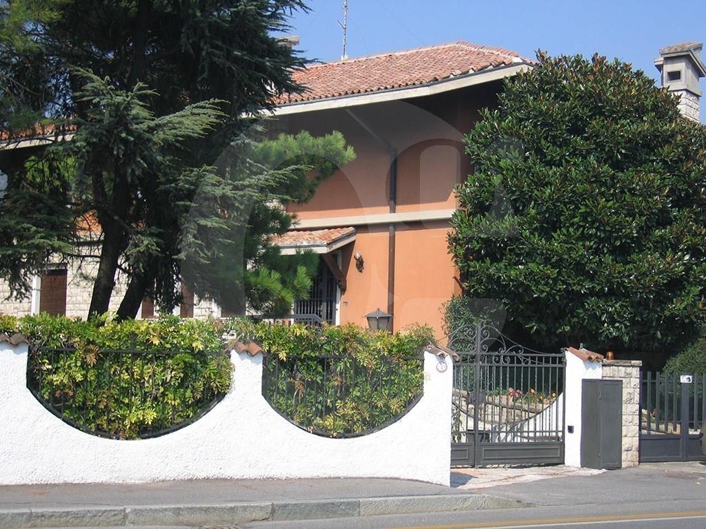 Casa Con Giardino In Affitto Brescia : Caionvico brescia villa singola con giardino in vendita