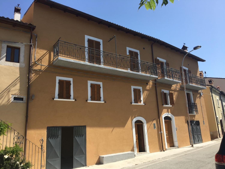 Palazzo / Stabile in vendita a Castelvecchio Calvisio, 7 locali, prezzo € 75.000 | CambioCasa.it