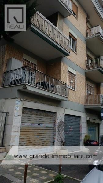 Negozio / Locale in affitto a Roma, 2 locali, zona Zona: 28 . Torrevecchia - Pineta Sacchetti - Ottavia, prezzo € 700 | Cambio Casa.it