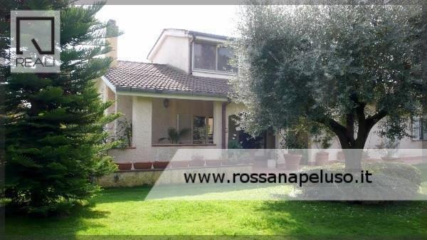 Villa in vendita a Roma, 7 locali, zona Zona: 42 . Cassia - Olgiata, prezzo € 790.000   Cambio Casa.it