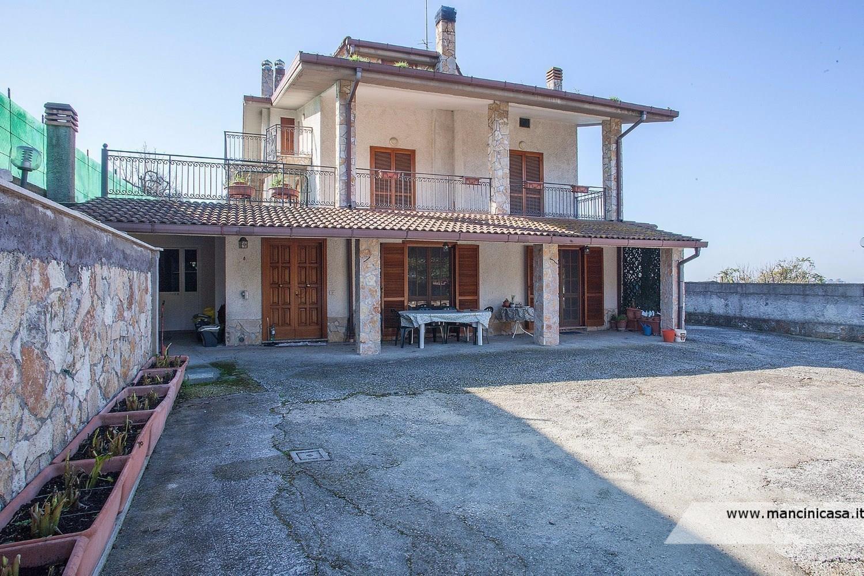 Villa in vendita a Fonte Nuova, 6 locali, prezzo € 390.000   Cambio Casa.it
