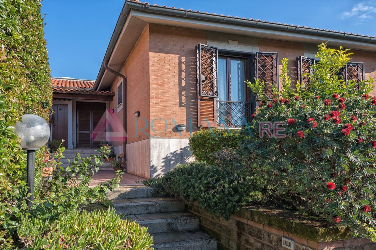 Villa in vendita a Roma, 5 locali, zona Zona: 22 . Eur - Torrino - Spinaceto, prezzo € 610.000 | Cambio Casa.it