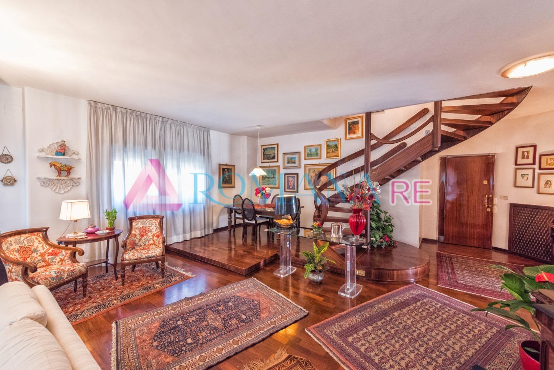 Attico / Mansarda in vendita a Roma, 5 locali, zona Zona: 22 . Eur - Torrino - Spinaceto, prezzo € 690.000 | Cambio Casa.it
