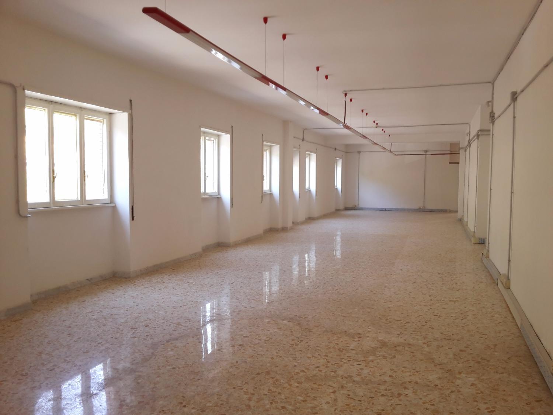 Ufficio / Studio in affitto a Roma, 9 locali, zona Zona: 23 . Portuense - Magliana, prezzo € 4.000   Cambio Casa.it