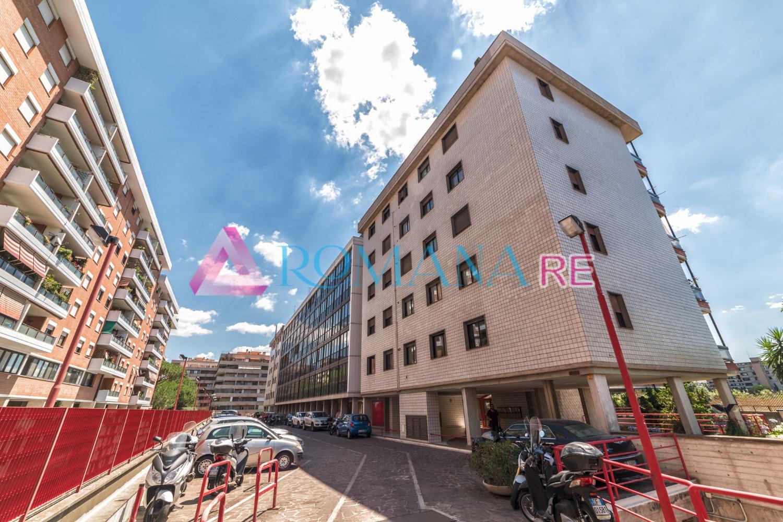 Ufficio / Studio in affitto a Roma, 8 locali, zona Zona: 18 . Ardeatino - Grotta Perfetta - Fonte Meravigliosa, prezzo € 3.700 | CambioCasa.it