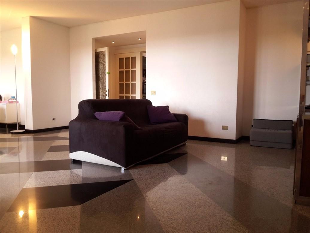 Appartamento in affitto a Roma, 3 locali, zona Zona: 18 . Ardeatino - Grotta Perfetta - Fonte Meravigliosa, prezzo € 1.300 | CambioCasa.it