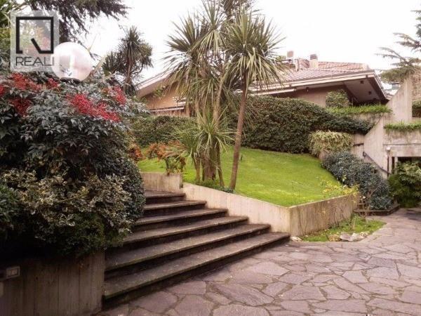 Villa in vendita a Roma, 9 locali, zona Zona: 22 . Eur - Torrino - Spinaceto, Trattative riservate   Cambio Casa.it