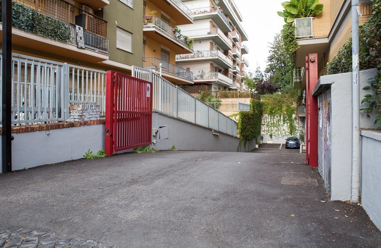 Box / Garage in vendita a Roma, 1 locali, zona Zona: 28 . Torrevecchia - Pineta Sacchetti - Ottavia, prezzo € 40.000   CambioCasa.it