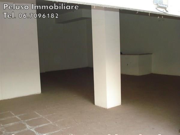 Negozio / Locale in vendita a Roma, 3 locali, zona Zona: 21 . Laurentina, prezzo € 135.000 | Cambio Casa.it