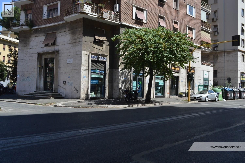 Negozio / Locale in vendita a Roma, 3 locali, zona Zona: 14 . San Giovanni, Re di Roma, P.ta Metronia, prezzo € 350.000 | Cambio Casa.it