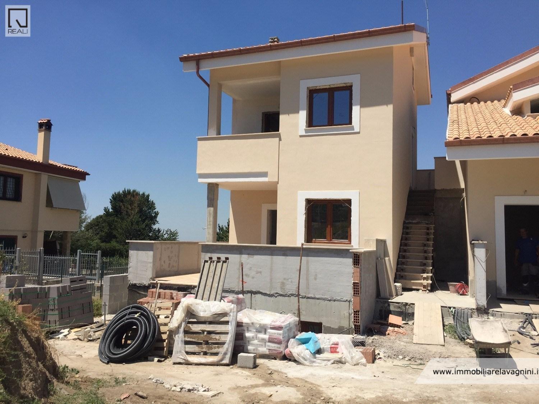 Appartamento in vendita a Rocca di Papa, 4 locali, prezzo € 215.000 | CambioCasa.it