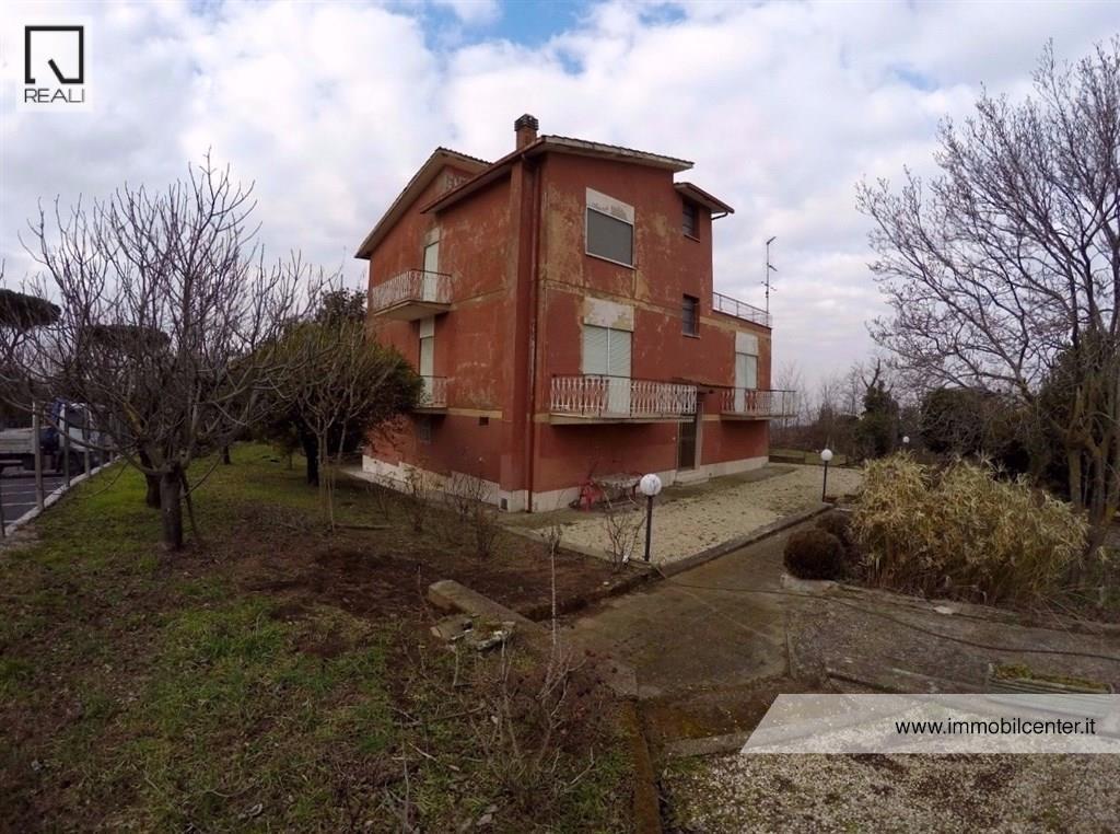 Palazzo / Stabile in Vendita a Marino