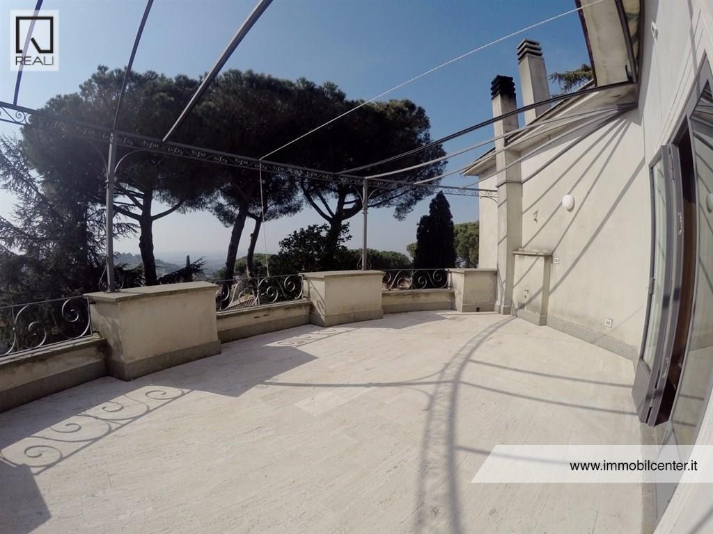 Attico / Mansarda in vendita a Albano Laziale, 3 locali, Trattative riservate | Cambio Casa.it