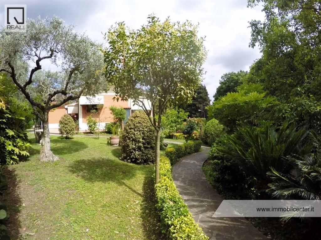 Villa in Vendita a Genzano di Roma
