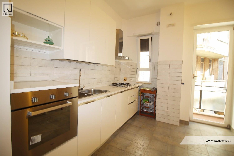 Appartamento in affitto a Roma, 3 locali, zona Zona: 20 . Marconi - Ostiense, prezzo € 1.300 | CambioCasa.it