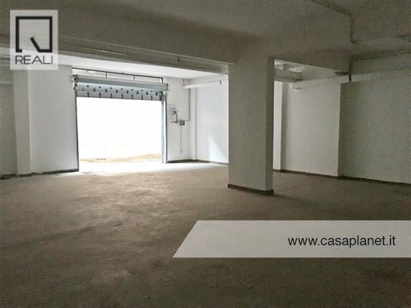 Magazzino in vendita a Roma, 3 locali, zona Zona: 23 . Portuense - Magliana, prezzo € 90.000   Cambio Casa.it