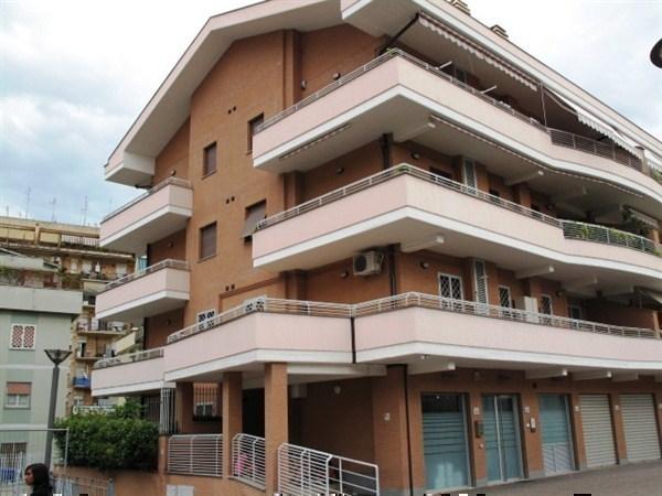 Negozio / Locale in vendita a Roma, 4 locali, zona Zona: 9 . Prenestino - Collatino - Tor Sapienza, prezzo € 130.000 | Cambiocasa.it