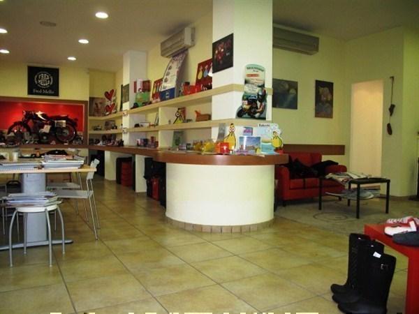 Negozio / Locale in vendita a Roma, 4 locali, zona Zona: 23 . Portuense - Magliana, prezzo € 265.000   Cambiocasa.it
