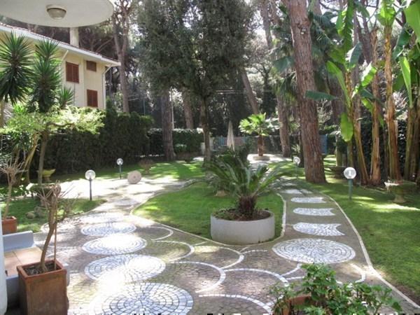 Villa in vendita a Fiumicino, 6 locali, prezzo € 770.000 | Cambiocasa.it