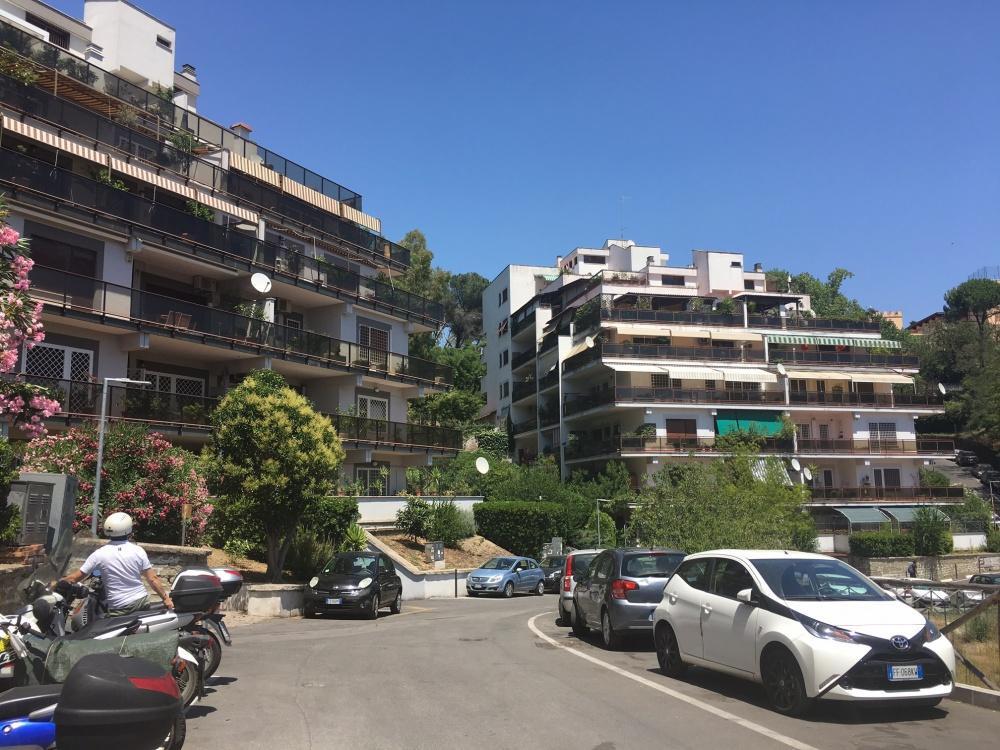 Trilocale in affitto a Roma in Via Di Tomba Di Nerone