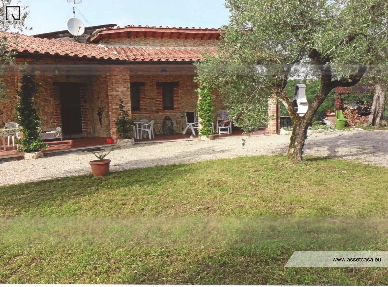 Rustico / Casale in Vendita a Rieti