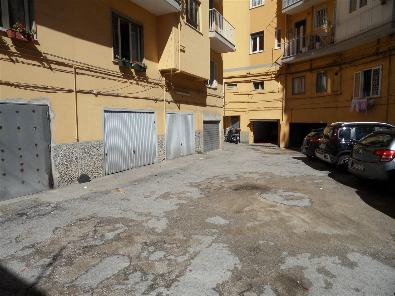 Arenella alta via D. Fontana -  Box 1 locali € 18.000