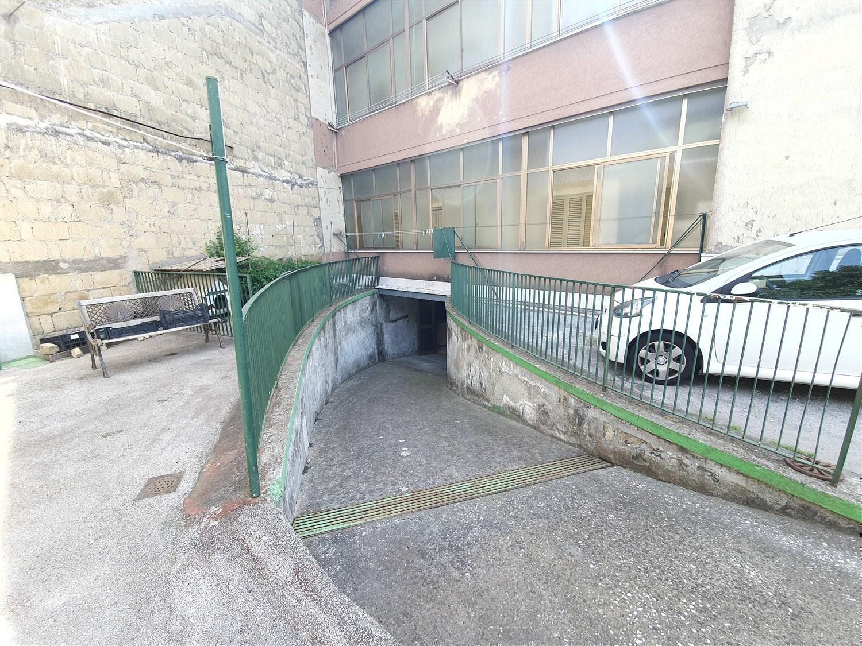 Chiaiano/ Frullone ampio deposito 110 mq