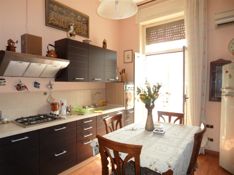 Piazza Vanvitelli ad,tre vani, cucina abitabile e acc.